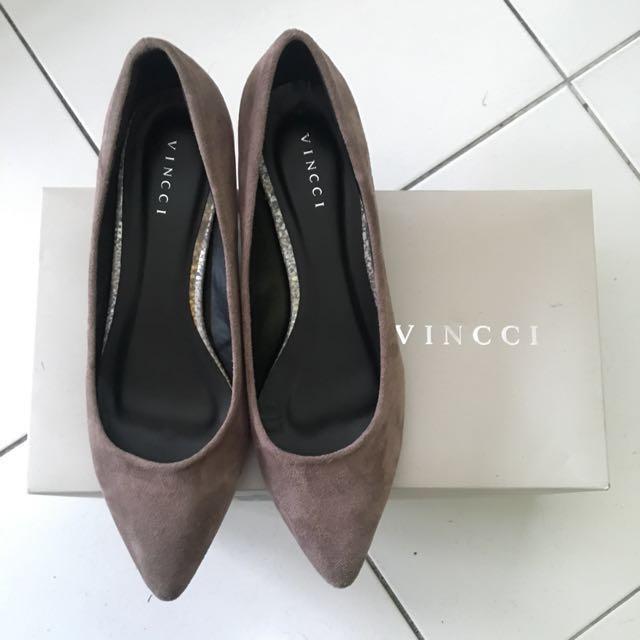 Brown mid heel suede shoes