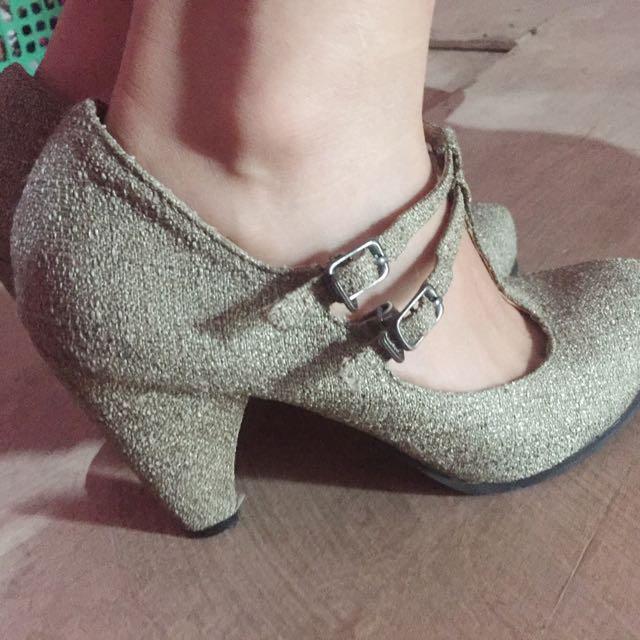 High heel atau Wedges