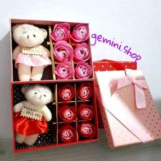 bunga mawar sabun 6 pcs + boneka beruang + kartu ucapan ( valentine , ulang tahun , wisuda ) barang import murah