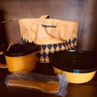 Tupperware lunch set