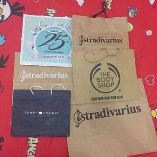 PAPER BAG STRADVARIUS, THE BODY SHOP, TOMMY HILFIGER.