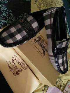Sepatu lofers burberry