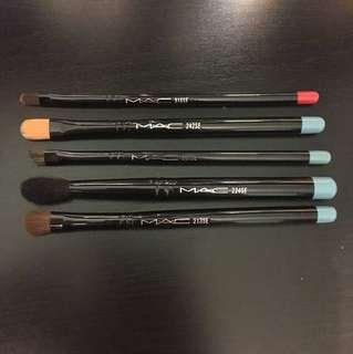 MAC travel size brush kit
