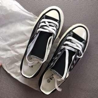 🚚 基本款黑色帆布鞋