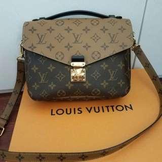 Louis Vuitton reversed pochette metis monogram