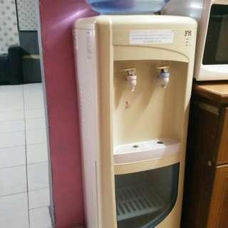 Mesin air sejuk dan panas