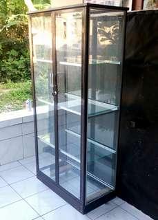 Lemari Aluminium 2 Pintu Frame Coklat Kaca Polos + Roda