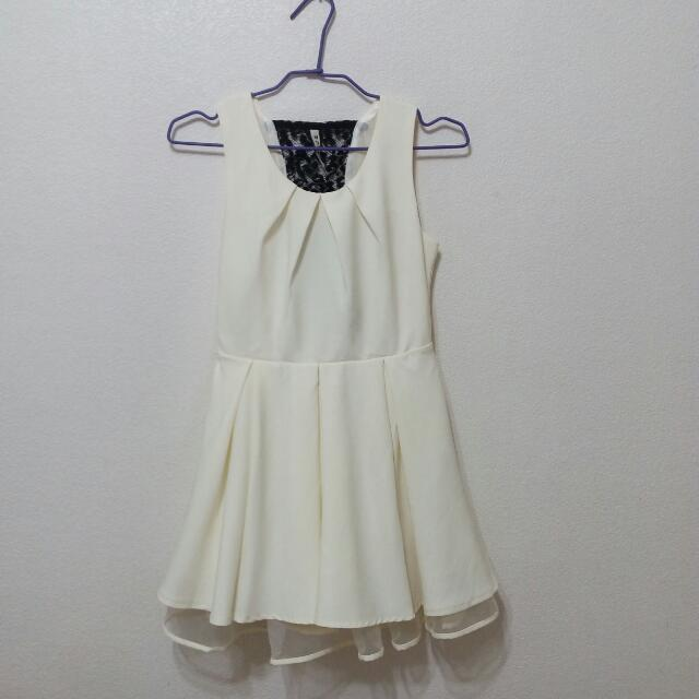 背後鏤空蕾絲氣質少女婚宴小洋裝