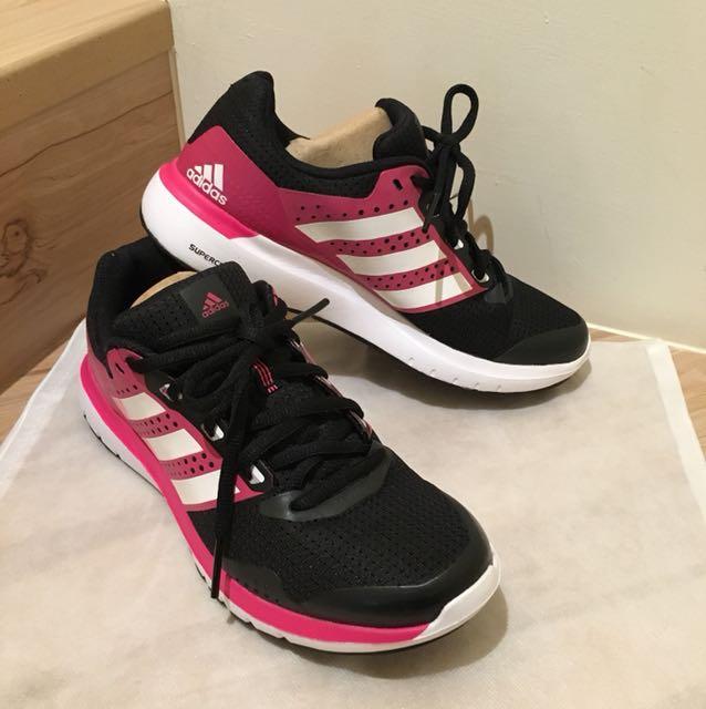 <adidas>慢跑鞋