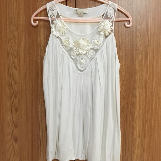 Casual White Flowery Top
