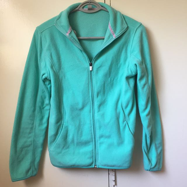 CHEAP AS!! FLEECE JUMPER PERFECT FOR CAMPING!