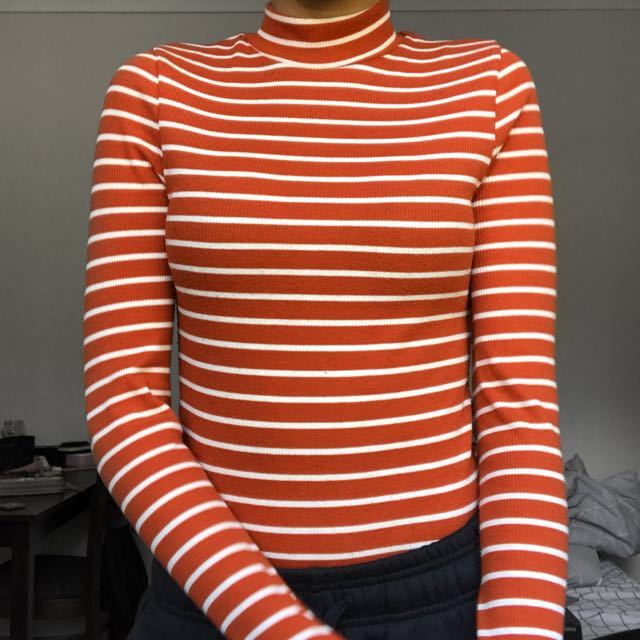 chicabooti ribbed turtle neck top!