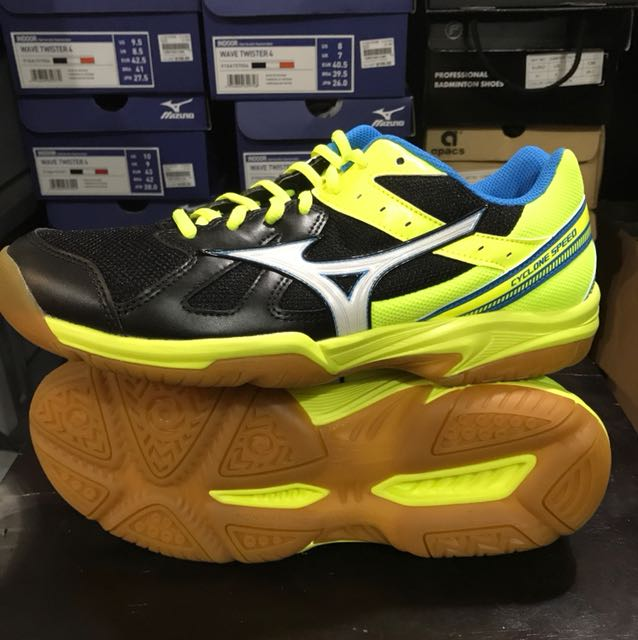 5f561dde4273 Mizuno Indoor Shoe Cyclone Speed Badminton Court Shoes, Sports, Sports &  Games Equipment on Carousell