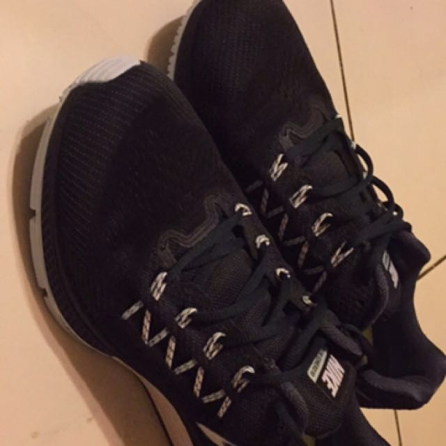 Nike 慢跑鞋 zoom us10