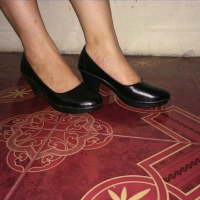 Pantofel / heels / sepatu kerja