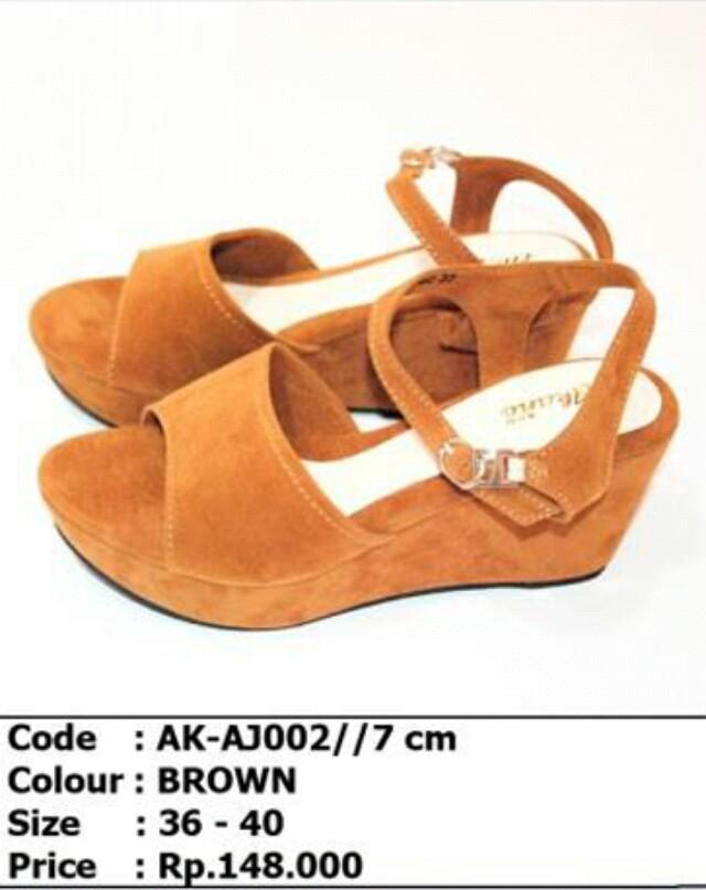 Sepatu wedges fashion