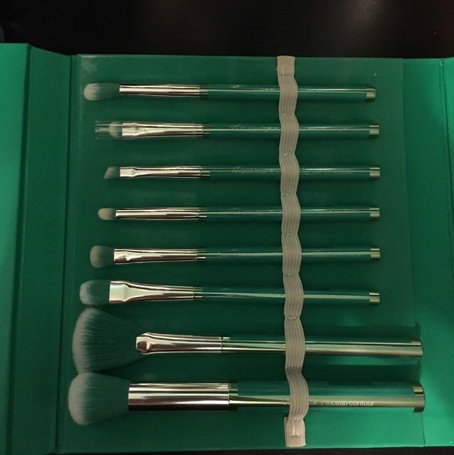 Sephora x Pantone Universe brush kit