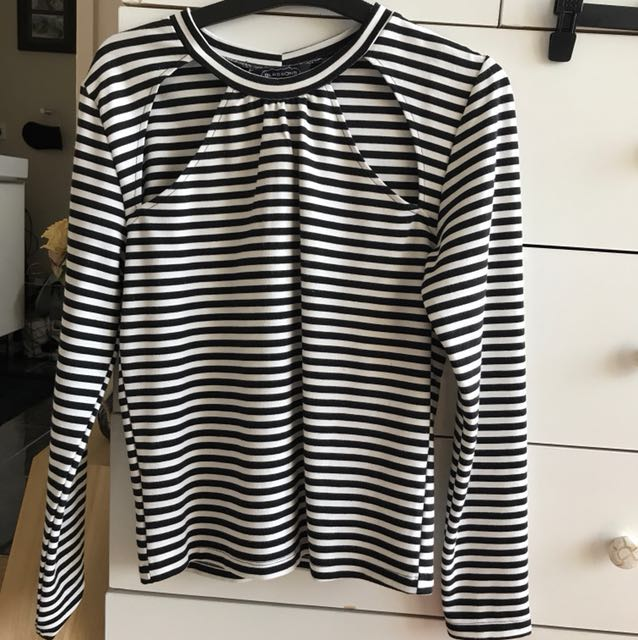 Stripped long sleeve shirt, with cut outs