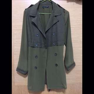 🚚 軍綠色 雪紡風衣外套