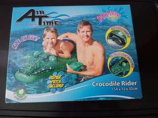 Inflatable pool alligator