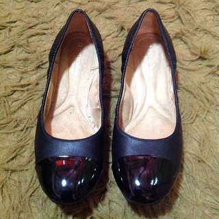 (REPRICED) NATURALIZER flat shoes size 8