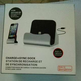 Charge and sync dock for iphones