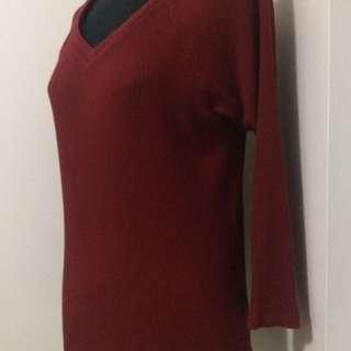 [NEW] Uniqlo: Red v-neck top XL