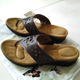 Sundrops Bata leather comfortable footwear, size 9 (pre-loved)