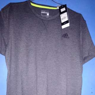 Kaos adidas sport essentials.. Size L.. Abu abu.. Ori. New.. Please ini barang baru,sy jual dibawah price tag.. Klo mau nawar ya tlg d pikir lagi.. Jangan setengah harga