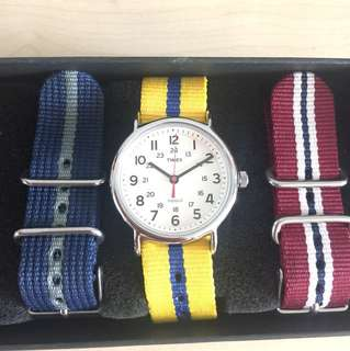 New & Unused TIMEX Weekender 40mm with 4 extra NATO straps