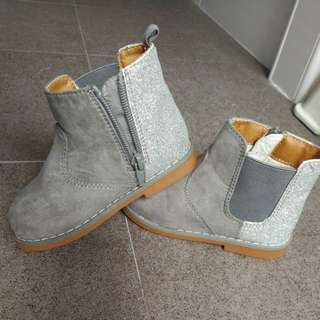 Brand new girl boots