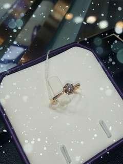 做完聖誕特價.再來新年優惠.老闆話你地買得開心.賺少啲.無問題。18K玫瑰金鑽石戒指($2880)