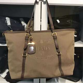 💯 AUTHENTIC Brand new Prada BR4253