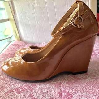 日系啡色漆皮船踭鞋
