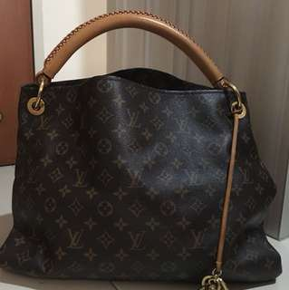 Louis Vuitton Artsy Tote Bag in MM