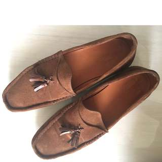 Massimo Dutti tan suede moccasins with tasils