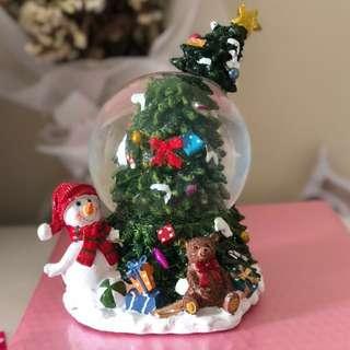 Christmas snow globe with music!