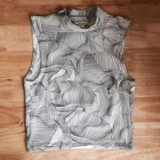 MONKI抽象線狀圖騰立領無袖短上衣 黑白背心