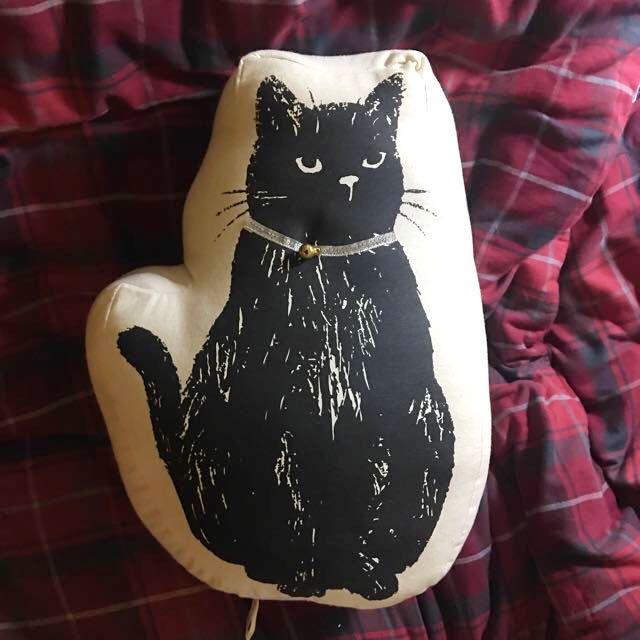 東京帶回黑貓抱枕