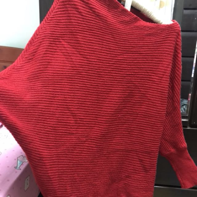斜肩正紅針織上衣