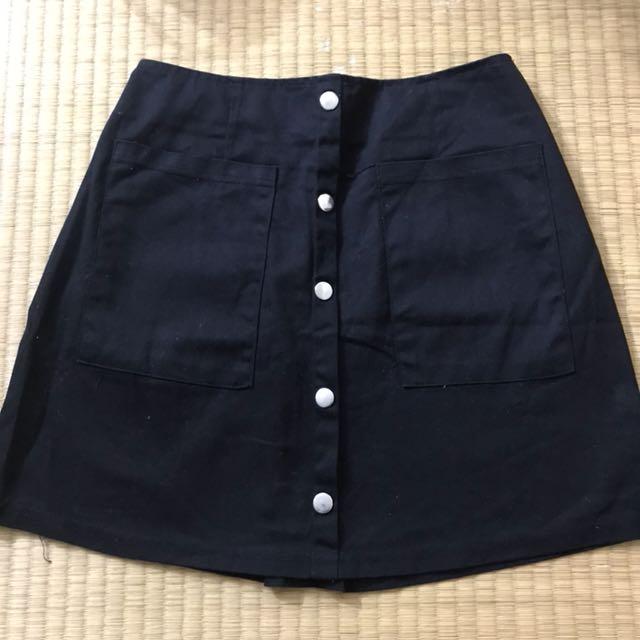 後鬆緊排扣黑色短裙