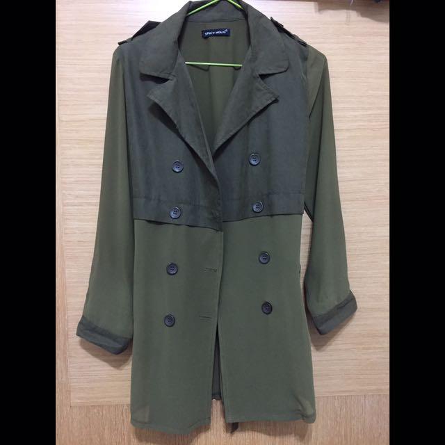 軍綠色 雪紡風衣外套