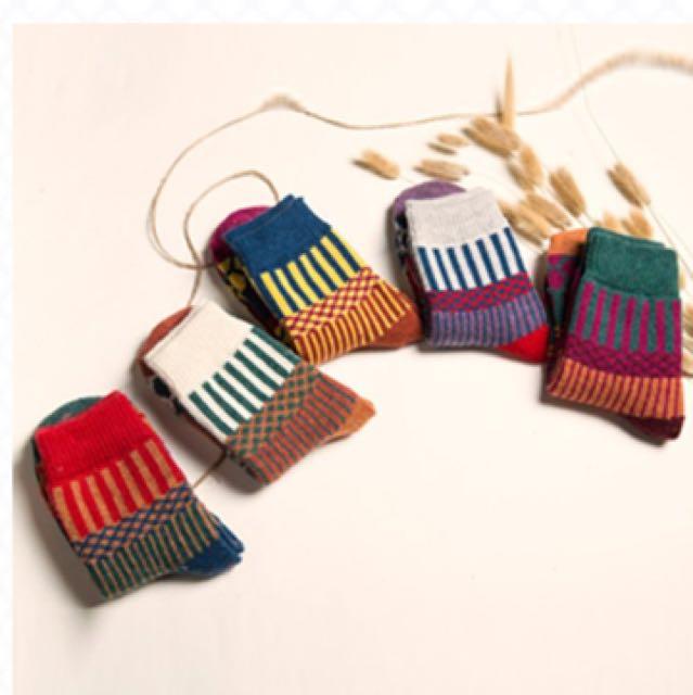 日本 民族風撞色繽紛系列中筒襪