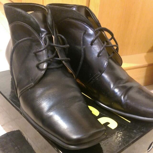 短靴 顏色:有 黑色/咖啡色 (二色可選擇)