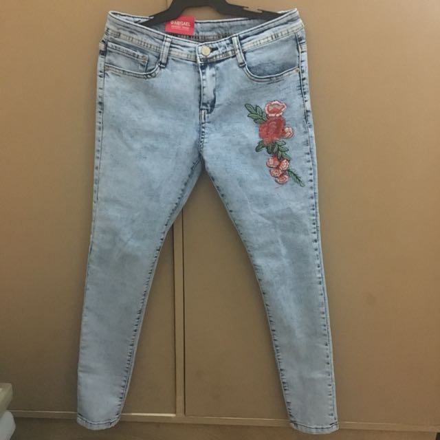 Abigael Jeans with embroidered accent