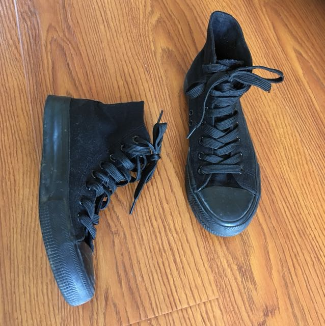 Ankle height shoes black