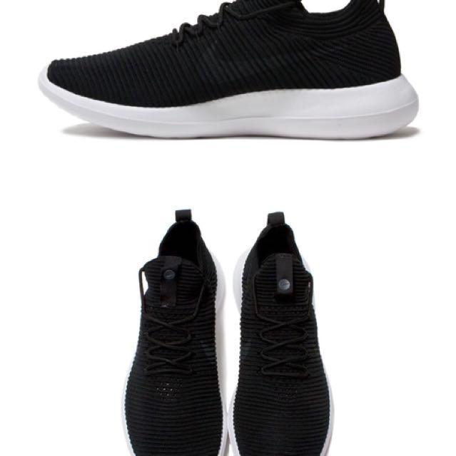 Authentic Nike roshe run 2 Black BNIB