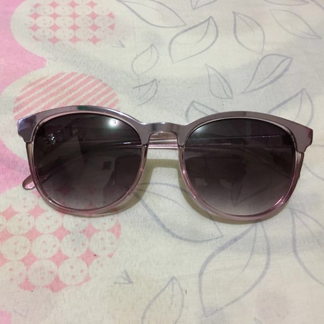 Bench sunglasses with case