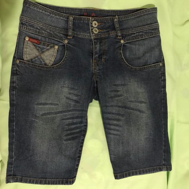 Celana jeans knee length