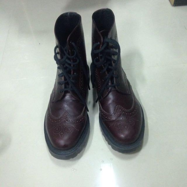 Dr Martens 馬丁雕花靴